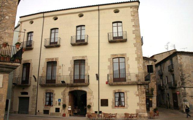 Отель Comte Tallaferro Испания, Олот - отзывы, цены и фото номеров - забронировать отель Comte Tallaferro онлайн вид на фасад