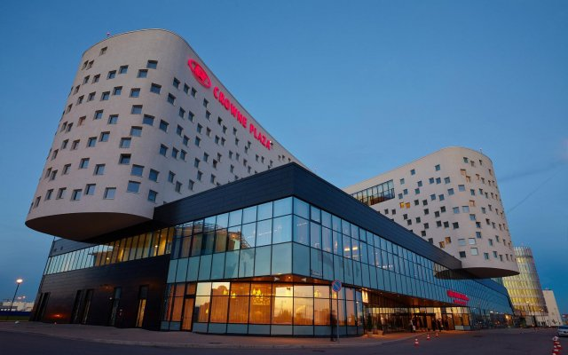Гостиница Crowne Plaza Санкт-Петербург Аэропорт в Санкт-Петербурге - забронировать гостиницу Crowne Plaza Санкт-Петербург Аэропорт, цены и фото номеров вид на фасад
