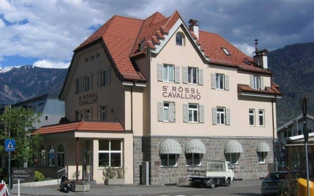 Отель S' Rössl Cavallino Меран вид на фасад