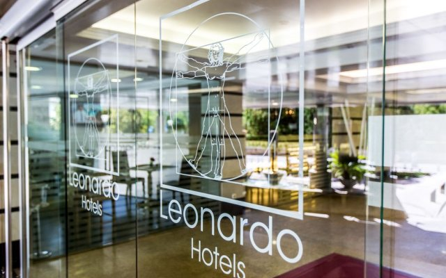 Leonardo Hotel Granada вид на фасад