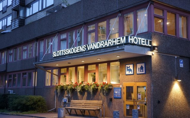 Отель Slottsskogens Vandrarhem & Hotell вид на фасад