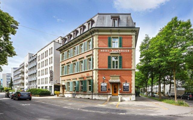 Hotel Alpenblick вид на фасад