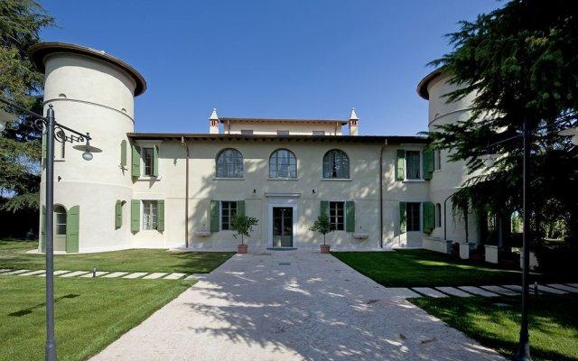 Отель Relais Corte Cavalli Понти-суль-Минчо вид на фасад