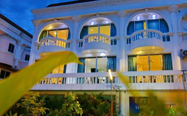 Отель East Suites вид на фасад