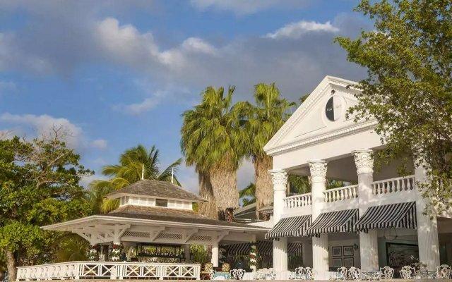 Отель Half Moon Ямайка, Монтего-Бей - отзывы, цены и фото номеров - забронировать отель Half Moon онлайн вид на фасад