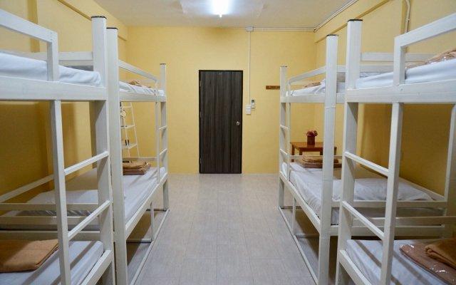 Отель Room 218 - Dorm For Rent - Adults Only Бангкок комната для гостей