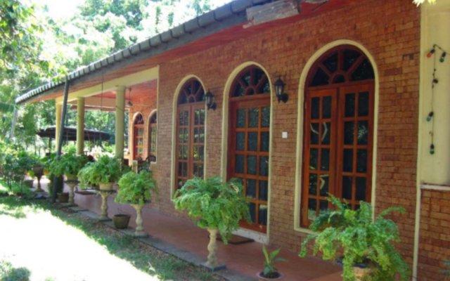 Отель Elephant Camp Guesthouse вид на фасад