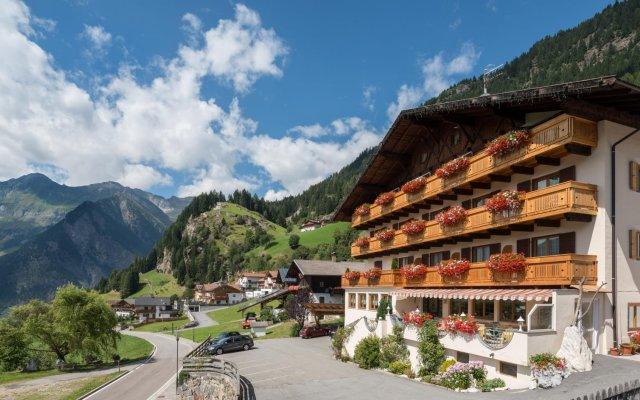 Отель Kronhof Италия, Горнолыжный курорт Ортлер - отзывы, цены и фото номеров - забронировать отель Kronhof онлайн вид на фасад