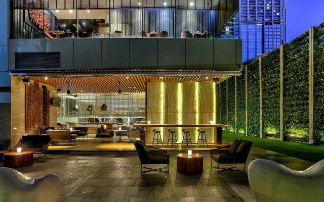 Отель Hilton Sukhumvit Bangkok Таиланд, Бангкок - отзывы, цены и фото номеров - забронировать отель Hilton Sukhumvit Bangkok онлайн вид на фасад