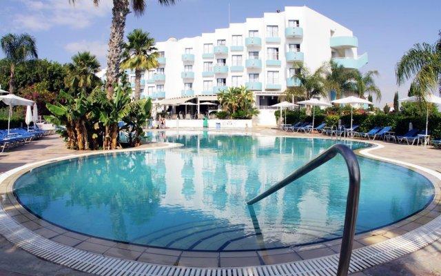 Отель Lantiana Gardens Aparthotel бассейн