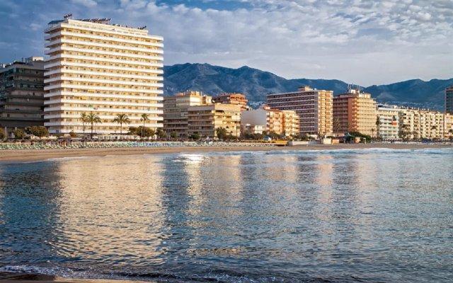 Отель Apartamentos Stella Maris ( Marcari Sl.) Испания, Фуэнхирола - 1 отзыв об отеле, цены и фото номеров - забронировать отель Apartamentos Stella Maris ( Marcari Sl.) онлайн вид на фасад