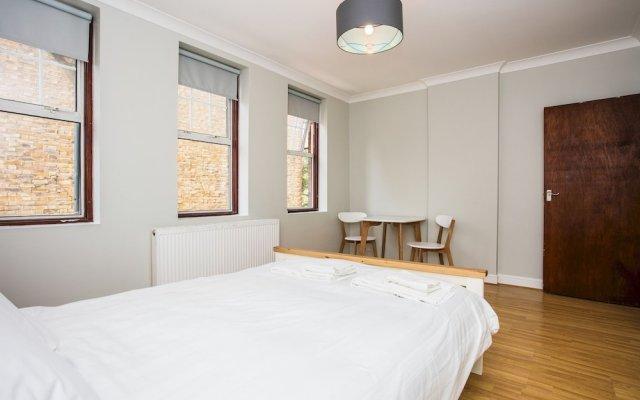 Апартаменты Lovely 1 Bedroom Studio in Belsize Park комната для гостей