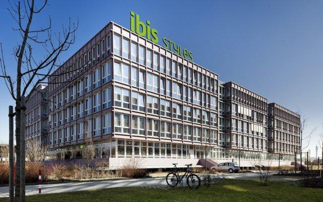 Отель Ibis Styles Ost Messe Мюнхен вид на фасад
