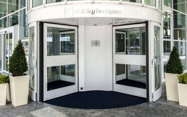 Отель Holiday Inn Express Rotterdam - Central Station Роттердам вид на фасад