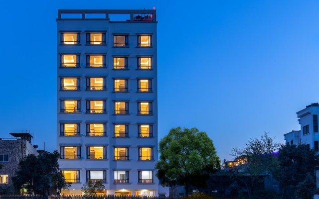 Отель Landmark Kathmandu Непал, Катманду - отзывы, цены и фото номеров - забронировать отель Landmark Kathmandu онлайн вид на фасад