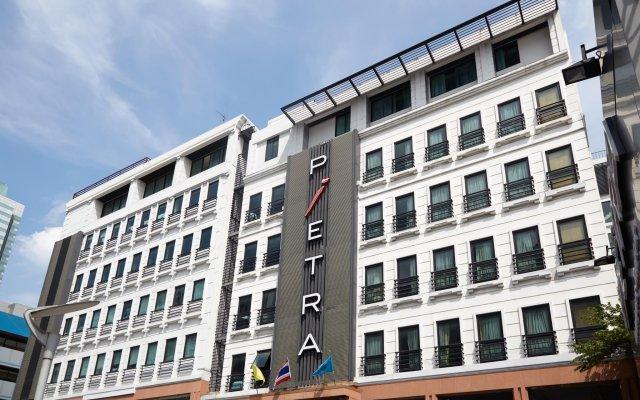 Отель Pietra Ratchadapisek Bangkok Таиланд, Бангкок - отзывы, цены и фото номеров - забронировать отель Pietra Ratchadapisek Bangkok онлайн вид на фасад