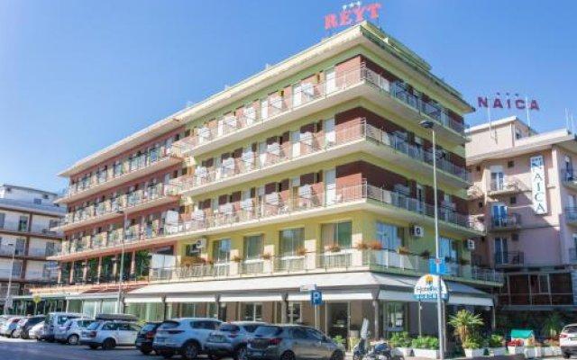 Отель REYT Римини вид на фасад
