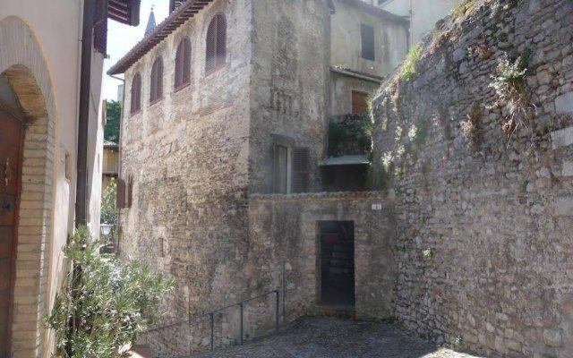 Отель Domus Eroli Сполето вид на фасад