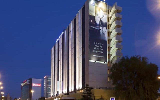 Отель Novotel Lisboa вид на фасад