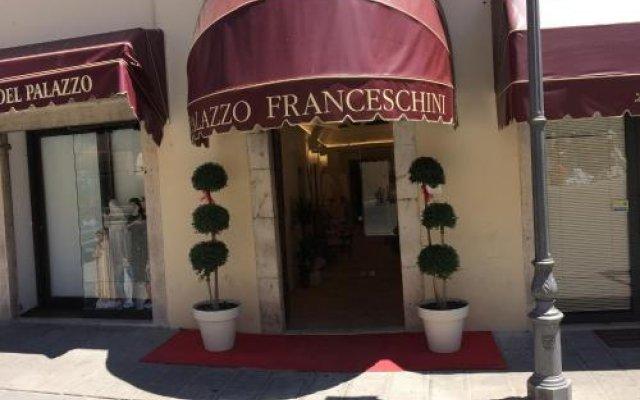 Отель Palazzo Franceschini Каша вид на фасад