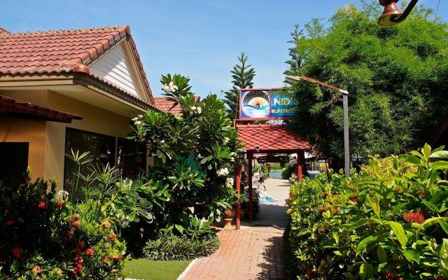 Отель Nid's Bungalows вид на фасад