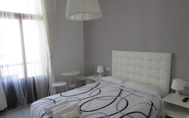 Отель Pension Cerdaña Барселона комната для гостей