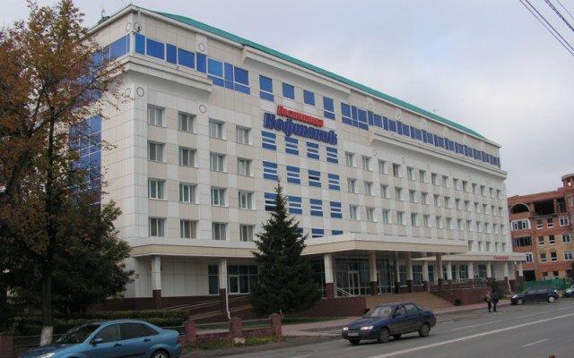 Гостиница Нефтяник в Тюмени 1 отзыв об отеле, цены и фото номеров - забронировать гостиницу Нефтяник онлайн Тюмень вид на фасад