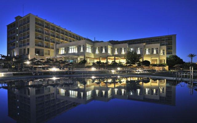 Отель Globales Almirante Farragut Испания, Кала-эн-Форкат - отзывы, цены и фото номеров - забронировать отель Globales Almirante Farragut онлайн вид на фасад