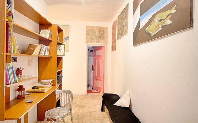 Artist House 1