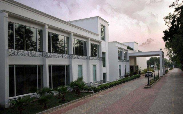 Отель Country Inn & Suites by Radisson, Delhi Satbari Индия, Нью-Дели - отзывы, цены и фото номеров - забронировать отель Country Inn & Suites by Radisson, Delhi Satbari онлайн вид на фасад