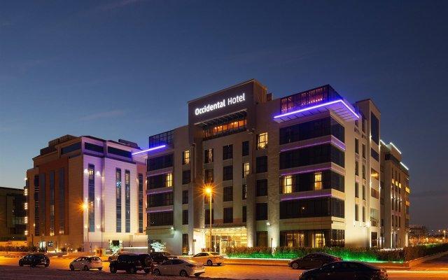 Отель Occidential Dubai Production City вид на фасад