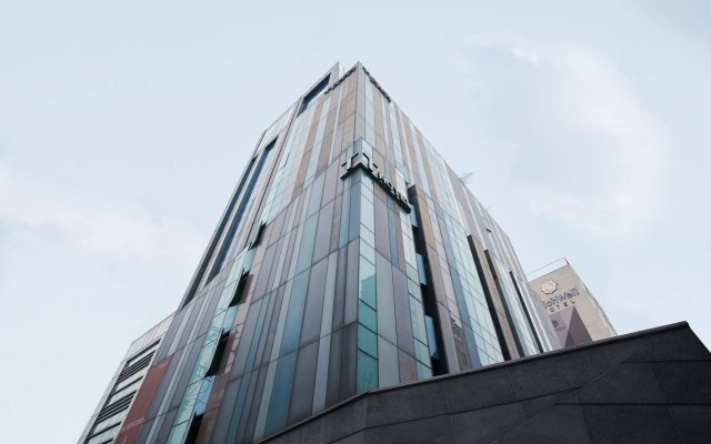 Tria Hotel вид на фасад