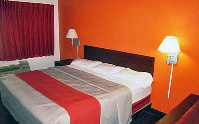 Отель Motel 6 Columbus - Worthington США, Колумбус - отзывы, цены и фото номеров - забронировать отель Motel 6 Columbus - Worthington онлайн вид на фасад
