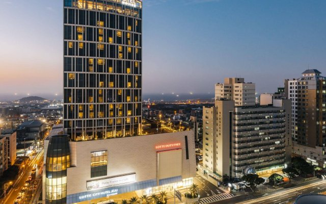 Lotte City Hotel Jeju вид на фасад