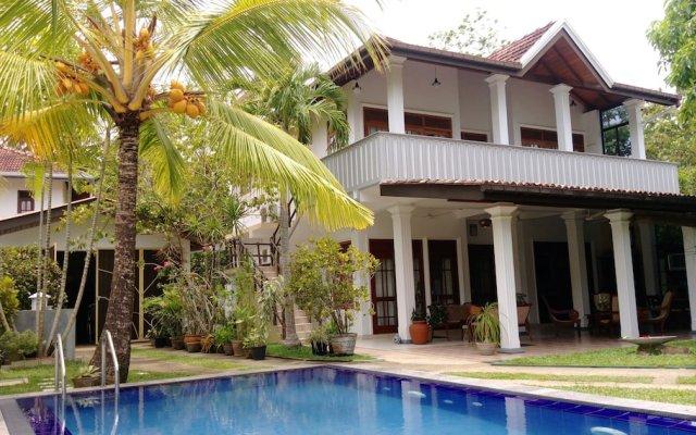 Отель Surf Villa Шри-Ланка, Хиккадува - отзывы, цены и фото номеров - забронировать отель Surf Villa онлайн вид на фасад