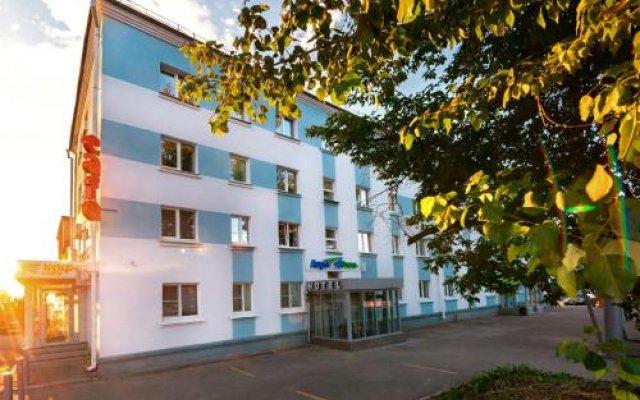 Гостиница Аэро в Иркутске 2 отзыва об отеле, цены и фото номеров - забронировать гостиницу Аэро онлайн Иркутск вид на фасад