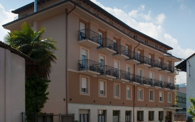 Hotel Boston Стреза вид на фасад