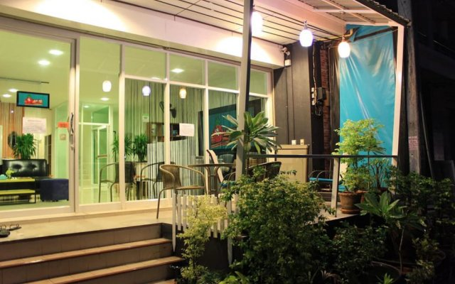 Ananas Phuket Central Hostel Пхукет вид на фасад