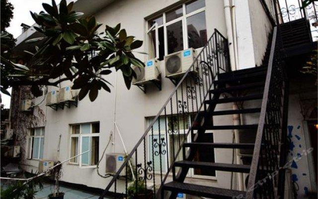 Отель Shanghai Old West Gate Hostel Китай, Шанхай - 1 отзыв об отеле, цены и фото номеров - забронировать отель Shanghai Old West Gate Hostel онлайн вид на фасад