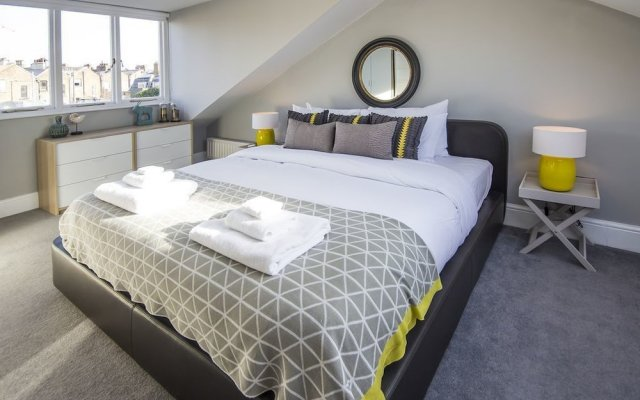 Stylish and Chic Regents Park Two bed
