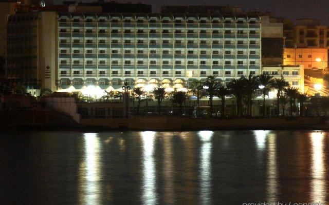 Отель Qawra Palace Мальта, Каура - 3 отзыва об отеле, цены и фото номеров - забронировать отель Qawra Palace онлайн вид на фасад