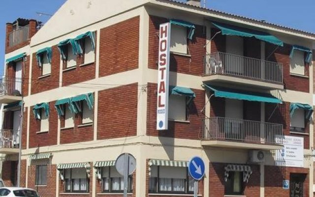 Отель Hostal Rodes вид на фасад