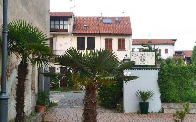 Отель B&B Il Rustico Турате вид на фасад