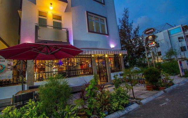 Отель Airport Comfort Inn Premium Мальдивы, Северный атолл Мале - отзывы, цены и фото номеров - забронировать отель Airport Comfort Inn Premium онлайн вид на фасад