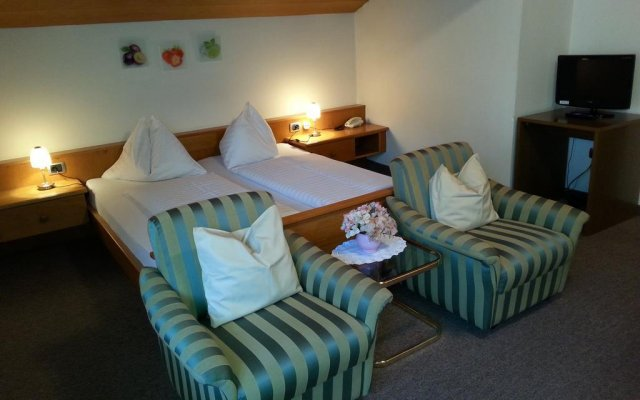 Hotel Schonbrunn Меран комната для гостей