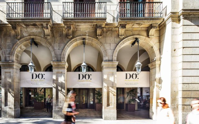 Hotel DO Plaça Reial вид на фасад