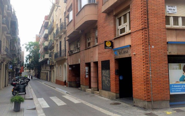 Отель Barcelona City North Hostal вид на фасад