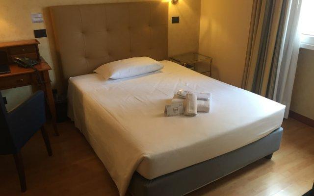 Отель Lombardia Италия, Милан - 1 отзыв об отеле, цены и фото номеров - забронировать отель Lombardia онлайн вид на фасад