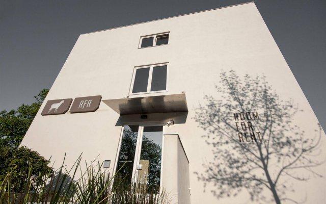 Отель Room For Rent Унтерхахинг вид на фасад