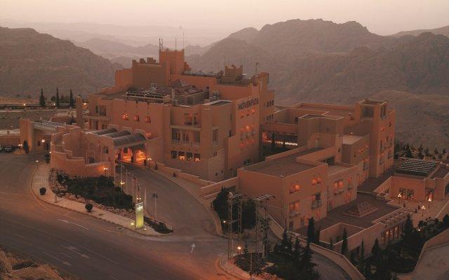 Отель Movenpick Nabatean Castle Hotel Иордания, Вади-Муса - отзывы, цены и фото номеров - забронировать отель Movenpick Nabatean Castle Hotel онлайн вид на фасад